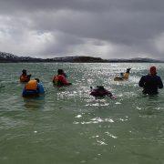 Damer på padletur for et feminint fellesskap