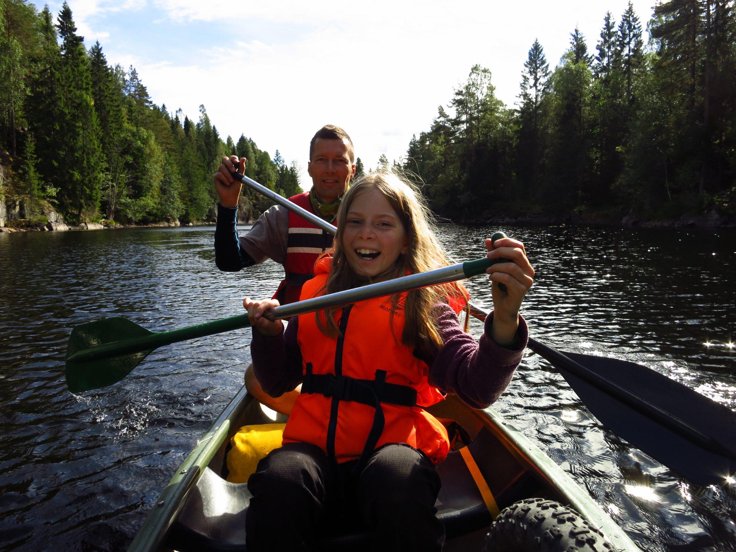 En flott familieaktivitet - liten båt+vann+åre = moro!