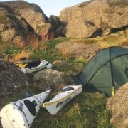 Havpadling alene på Vestlandskysten
