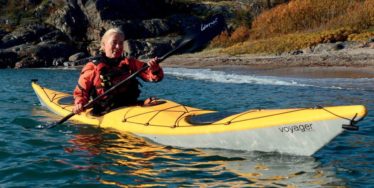 Dette er en kajakk som er lett å holde på kant og morsom å padle i bølger.