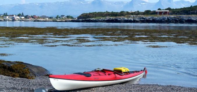 Backpackere med padleårer på øyhopping